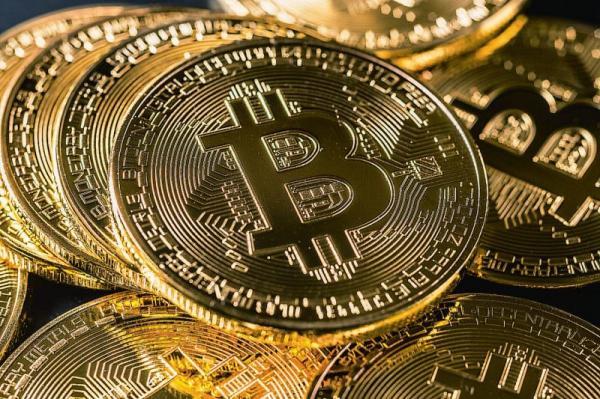 Цены на биткоин-фьючерсы реагируют на рост альткоинов и заявления регуляторов